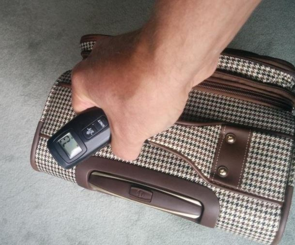 digital-hanging-luggage-scale