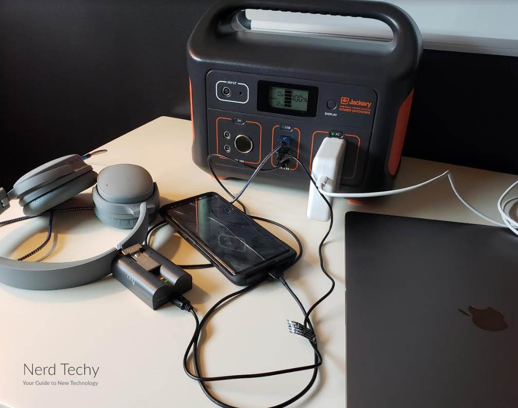 Jackery Explorer 500 charging