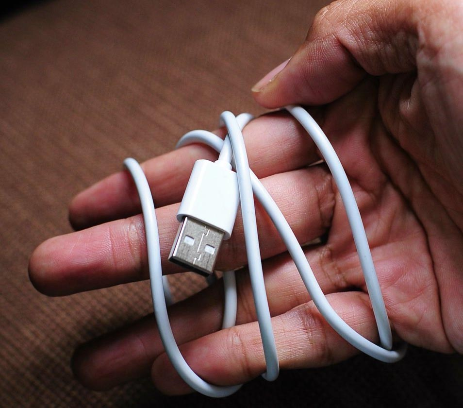 usb-cable-wrapped-hand